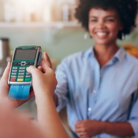 Paradoks popularności kart płatniczych w Polsce